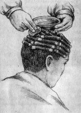 Рис. 199. Повторное увлажнение волос составом для химической завивки