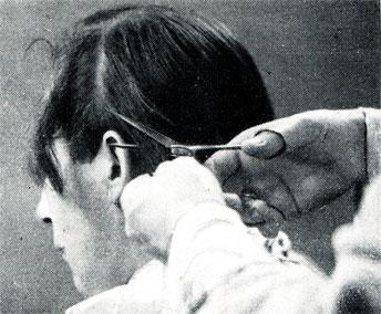 Рис. 138. Филирование (разрежение) верхней партии волос